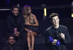 Shawn Mendes und im Hintergrund Mario Gˆtze mit Ann-Kathrin Brˆmmel bei Verleihung der MTV Europe Music Awards in Rotterdam / 061116 <br /> <br /> *** The show during the MTV Europe Music Awards in Rotterdam, Netherlands, November 06, 2016 ***
