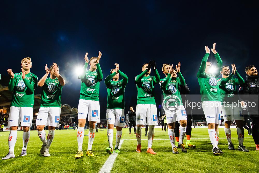 160406 Fotboll, Allsvenskan, J&ouml;nk&ouml;ping - Malm&ouml;<br /> Spelarna i J&ouml;nk&ouml;pings S&ouml;dra IF jublar tillsammans med fansen efter matchen.<br /> &copy; Daniel Malmberg/AOP-IBL