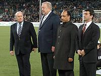 Fotball<br /> Veldedighetskamp for ofrene etter tsunamien i Asia<br /> Football for hope<br /> 15. februar 2005<br /> Nou Camp - Barcelona<br /> Foto: Digitalsport<br /> NORWAY ONLY<br /> JOSEPH SEPP BLATTER (FIFA PDT) / LENNART JOHANSSON (FIFA VICE PDT) / MOHAMED BIN HAMMAN (QATAR FIFA STAFF) / JOAN LAPORTA ( BARCELONA PDT