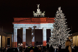 20.12.2016, Brandenburger Tor, Berlin, GER, Anschlag auf Berliner Weihnachtsmarkt, im Bild Brandenburger Tor, Beleuchtet mit den Berliner Stadtfarben // after a Truck sped into a Christmas market, killing at least twelve people and injuring dozens more Ambulances and heavily armed officers rushed to the area after the driver drove up the pavement of the market in a square popular with tourists. Brandenburg Gate in Berlin, Germany on 2016/12/20. EXPA Pictures © 2016, PhotoCredit: EXPA/ Eibner-Pressefoto/ Koch<br /> <br /> *****ATTENTION - OUT of GER*****