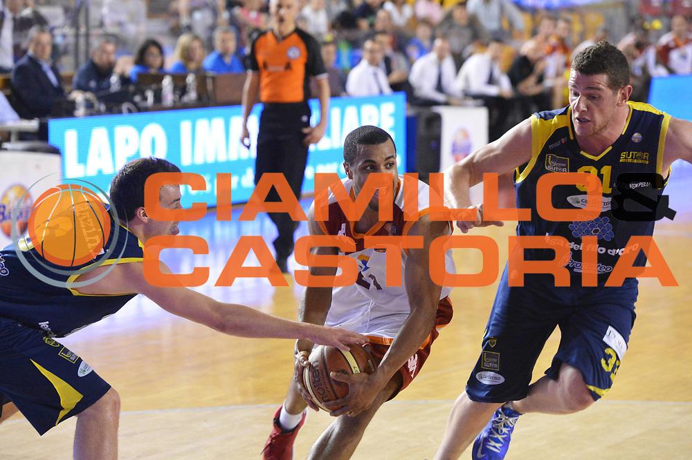 DESCRIZIONE : Roma Lega A 2012-2013 Acea Roma Sutor Montegranaro<br /> GIOCATORE : Jordan Taylor<br /> CATEGORIA : delusione curiosita marketing<br /> SQUADRA : Acea Roma<br /> EVENTO : Campionato Lega A 2012-2013 <br /> GARA : Acea Roma Sutor Montegranaro<br /> DATA : 05/05/2013<br /> SPORT : Pallacanestro <br /> AUTORE : Agenzia Ciamillo-Castoria/ GiulioCiamillo<br /> Galleria : Lega Basket A 2012-2013  <br /> Fotonotizia : Roma Lega A 2012-2013 Acea Roma Sutor Montegranaro<br /> Predefinita :