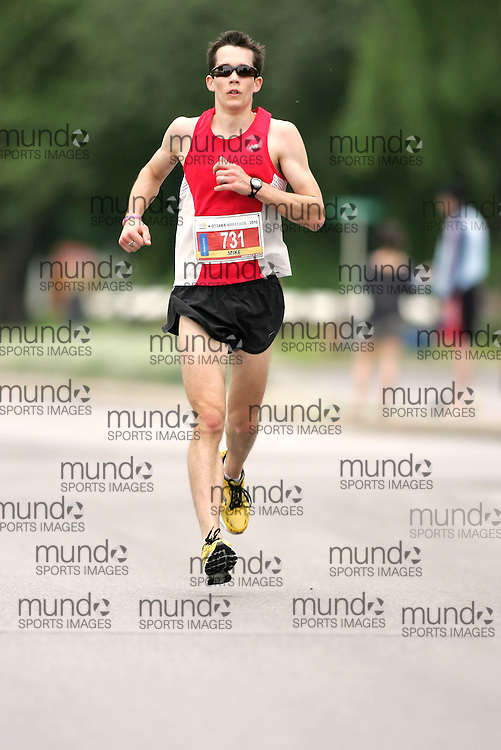 (Ottawa, ON --- May 30, 2010)   MIKE WOOD running in the marathon during the Ottawa Race Weekend. Photograph copyright Sean Burges / Mundo Sport Images