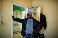 Rosarno, Italia - 19 dicembre 2010. Un immigrato all'interno della sua casa gesita dalla Caritas nel comune di Drosi a pochi chilometri da Rosarno..Ph. Roberto Salomone Ag. Controluce.ITALY - An immigrant in his house in Drosi a few km from Rosarno on December 19, 2010.