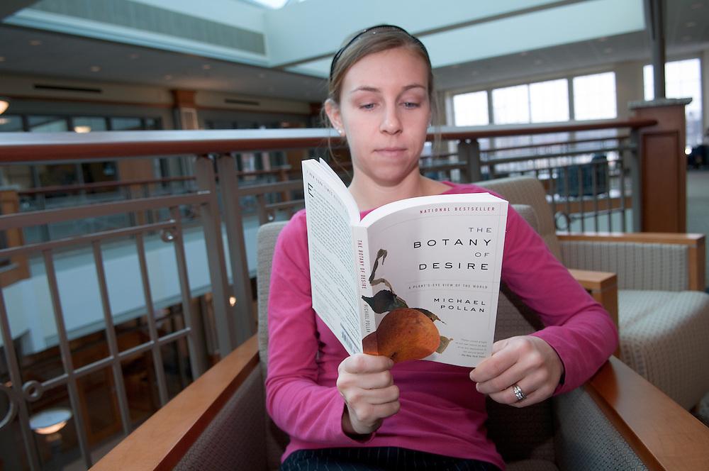 18027Alison Wayner Reading ?The Botany of Desire? in Baker Center.