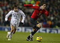 Photo: Chris Brunskill, Digitalsport<br /> Manchester Utd v AC Milan. Champions League 2nd Round 1st Leg. 23/02/2005. Ruud Van Nistelrooy of Man Utd sprints away from Andrea Pirlo of AC Milan.