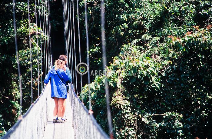 Planicies de Guanacaste, Parque nacional Guanacaste. Reserva de Monteverde localizada  uma altitude de 1,065 m sobre o nivel do mar, no topo da Cordilheira de Tilaran .Pontes Suspensas./ Plains of Guanacaste, Guanacaste National Park. Monteverde Reserve located an altitude of 1,065 m above sea level at the top of the mountain of Tilaran.Foto Adri Felden/Argosfoto