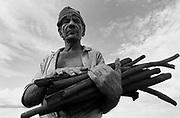Trabalho escravo em carvoaria de Minas Gerais - 1988..I work slave in coal pit of Minas Gerais - 1988..Trabalho escravo em carvoaria de Minas Gerais - 1988..I work slave in coal pit of Minas Gerais - 1988.