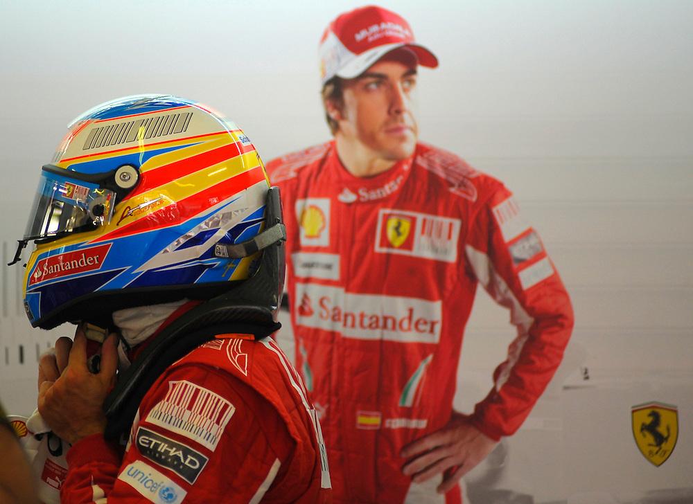 Fernando Alonso durante la primera tanda de entrenamientos oficiales del Gran Premio de Europa en Valencia