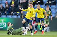 FODBOLD: Simon Tibbling (Brøndby IF) tackles af Jacob Steen Christensen (FC Nordsjælland) under kampen i Superligaen mellem Brøndby IF og FC Nordsjælland den 13. maj 2019 på Brøndby Stadion. Foto: Claus Birch.