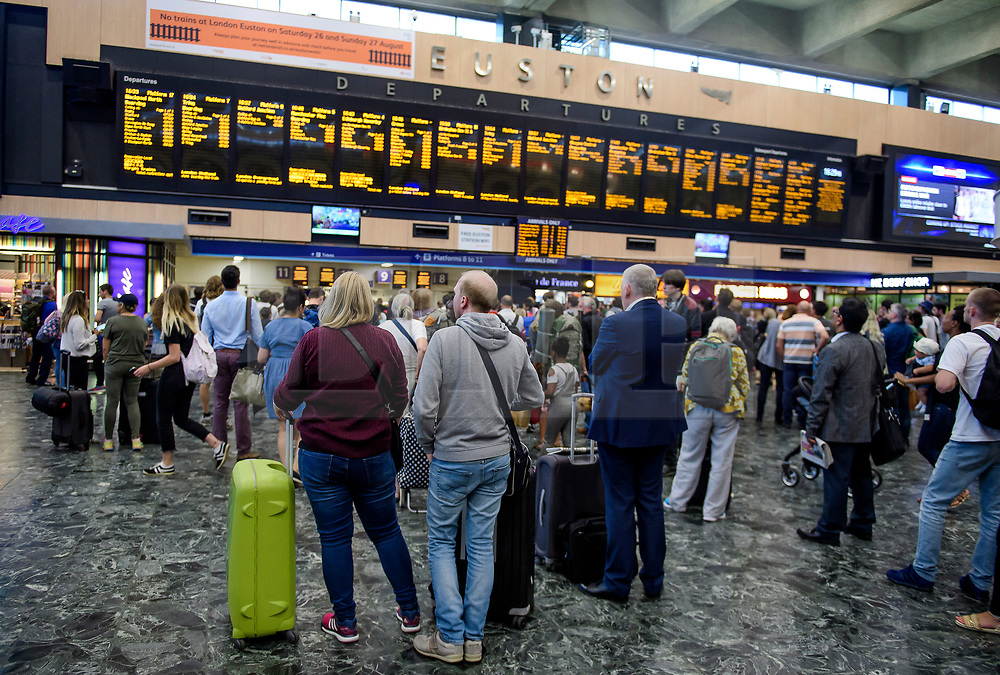 © Licensed to London News Pictures. 25/08/2017. London, UK. Passengers wait at Euston Station in London, which is due to be closed over the bank holiday weekend. Rail services are being heavily affected by maintenance work this weekend - one of the busiest in the year. Photo credit: Ben Cawthra/LNP