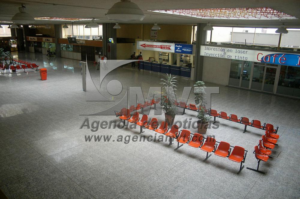 Toluca, Mex.- Aspectos de la terminal de autobuses que permanecera cerrada mientras que concluyan las labores de remocion de puestos semifijos de los comerciantes desalojados de la zona terminal mercado. Agencia MVT / Luis Enrique Hernandez V. (DIGITAL)<br /> <br /> <br /> <br /> <br /> <br /> <br /> <br /> NO ARCHIVAR - NO ARCHIVE