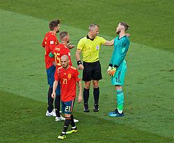 MOSCOW, RUSSIA - Sunday, July 1, 2018: Spain's goalkeeper David De Gea argues with referee Bjorn Kuipers after he awarded Russia a penalty during the FIFA World Cup Russia 2018 Round of 16 match between Spain and Russia at the Luzhniki Stadium. (Pic by David Rawcliffe/Propaganda)