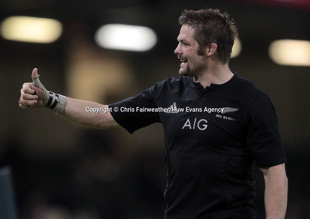 22.11.14 - Wales v New Zealand - Dove Men Series 2014 - Richie McCaw of New Zealand thanks fans after the game.<br /> <br /> &copy; Huw Evans Picture Agency