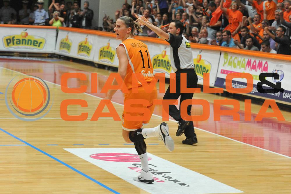 DESCRIZIONE : Schio LBF Playoff Finale Gara 5 Famila Wuber Schio Cras Basket Taranto<br /> GIOCATORE : Raffaella Masciadri<br /> SQUADRA : Famila Wuber Schio Cras Basket Taranto<br /> EVENTO : Campionato Lega Basket Femminile A1 2010-2011<br /> GARA : Famila Wuber Schio Cras Basket Taranto<br /> DATA : 11/05/2011 <br /> CATEGORIA : Esultanza<br /> SPORT : Pallacanestro <br /> AUTORE : Agenzia Ciamillo-Castoria/M.Gregolin<br /> Galleria : Lega Basket Femminile 2010-2011<br /> Fotonotizia : Schio LBF Playoff Finale Gara 5 Famila Wuber Schio Cras Basket Taranto<br /> Predefinita :