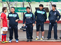 30.05.2010, Kufstein Arena, Kufstein, AUT, FIFA Worldcup Vorbereitung, Testspiel Sued Korea (KOR) vs Weissrussland (BLR), im Bild Park Chu-young (KOR #15) mit Huh Jung-Moo (KOR) Headcoach nach dem wechsel. EXPA Pictures © 2010, PhotoCredit: EXPA/ J. Groder / SPORTIDA PHOTO AGENCY