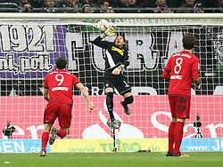 05.12.2015, Stadion im Borussia Park, Moenchengladbach, GER, 1. FBL, Borussia Moenchengladbach vs FC Bayern Muenchen, 15. Runde, im Bild Yann Sommer (#1, Torwart, Borussia Moenchengladbach) haelt - v.l. Robert Lewandowski (#9, FC Bayern Muenchen), Yann Sommer (#1, Torwart, Borussia Moenchengladbach) und Javier Martinez (#8, FC Bayern Muenchen), Borussia Moenchengladbach - FC Bayern Muenchen, Fussball, 1. Bundesliga, 05.12.2015, Foto: Deutzmann/Eibner // during the German Bundesliga 15th round match between Borussia Moenchengladbach and FC Bayern Muenchen at the Stadion im Borussia Park in Moenchengladbach, Germany on 2015/12/05. EXPA Pictures © 2015, PhotoCredit: EXPA/ Eibner-Pressefoto/ Deutzmann<br /> <br /> *****ATTENTION - OUT of GER*****