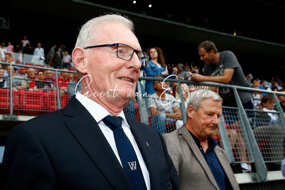 10-09-2016 VOETBAL:AZ-WILLEM II:ALKMAAR<br /> Cor Stolzenbach (WILLEM II) en Hugo Hovenkamp (AZ) doen de aftrap wegens het 60 jarig jubileum van de Eredivisie<br /> <br /> Foto: Geert van Erven