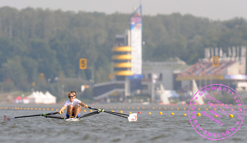 (STROKE) SOPHIE HOSKING & (BOW) HESTER GOODSELL (GREAT BRITAIN) COMPETE IN SEMIFINAL LIGHTWEIGHT WOMEN'S DOUBLE SCULLS DURING DAY SIX OF REGATTA WORLD ROWING CHAMPIONSHIPS ON MALTA LAKE IN POZNAN, POLAND...POZNAN , POLAND , AUGUST 28, 2009..( PHOTO BY ADAM NURKIEWICZ / MEDIASPORT )..PICTURE ALSO AVAIBLE IN RAW OR TIFF FORMAT ON SPECIAL REQUEST.