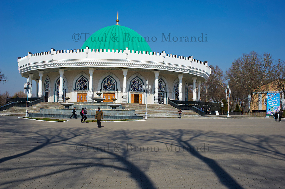 Ouzbekistan, Tashkent, musee de l Histoire des Timurides // Uzbekistan, Tashkent, Amir Timur museum