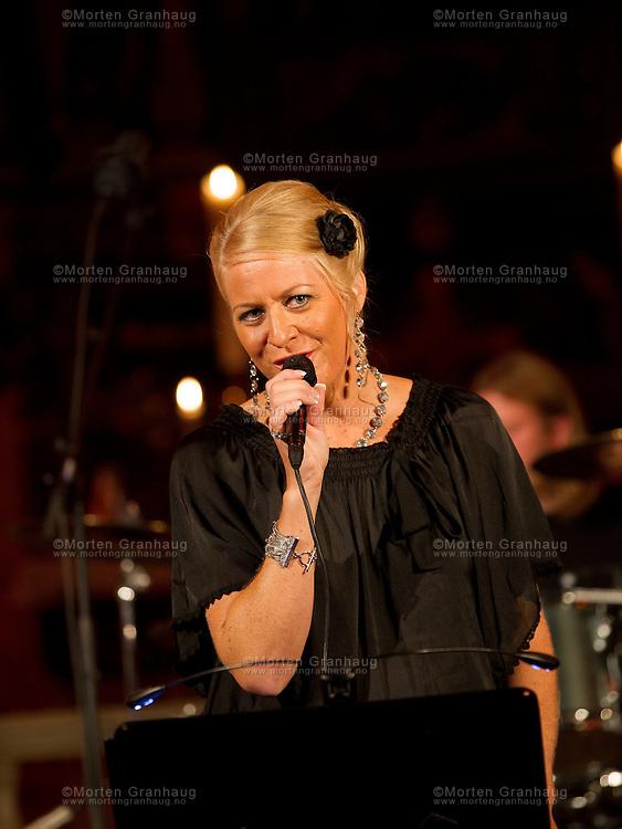 Siri Bones i Værnes kirke under Blues in Hell 2011.