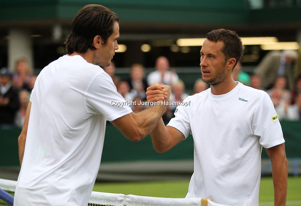 Wimbledon Championships 2012 AELTC,London,.ITF Grand Slam Tennis Tournament,.L-R. Tommy Haas (GER) gratuliert dem Sieger Philipp Kohlschreiber (GER) am Netz,.Halbkoerper,Querformat,.