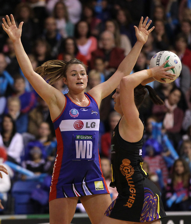 Mystics' Charlotte Kight defends against Magic's Khao Watts in round 12 of the 2012 ANZ Netball Championship, Trusts Stadium, Auckland, New Zealand, Sunday, June 17, 2012.  Credit:SNPA / David Rowland