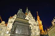 Residenzschloss, Denkmal Friedrich August I. (Sachsen) bei Nacht, Dresden, Sachsen, Deutschland.|.residence, memorial Friedrich August I. (Sachsen) at night, Dresden, Germany, Staendehaus