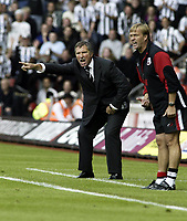 Fotball<br /> England 2004/05<br /> Southampton v Newcastle<br /> Graeme Souness (pointing) sees his team win 2-1. Steve Wigley (Southapton manager) loses another game<br /> Photo Sean Ryan / Fotosports International<br /> NORWAY ONLY