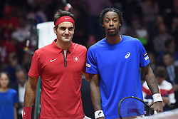 21.11.2014, Stade Pierre Mauroy, Lille, FRA, Davis Cup Finale, Frankreich vs Schweiz, im Bild Roger Federer (SUI) und Gael Monfils (FRA) // during the Davis Cup Final between France and Switzerland at the Stade Pierre Mauroy in Lille, France on 2014/11/21. EXPA Pictures © 2014, PhotoCredit: EXPA/ Freshfocus/ Valeriano Di Domenico<br /> <br /> *****ATTENTION - for AUT, SLO, CRO, SRB, BIH, MAZ only*****