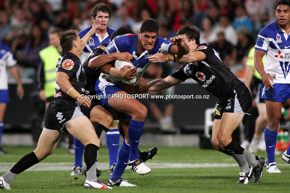 Bulldogs Willie Mason on the charge during the preseason NRL match between the Vodafone Warriors and Bulldogs held at Albany Stadium, Auckland, on Saturday 3 March 2007. Photo: Renee McKay/PHOTOSPORT