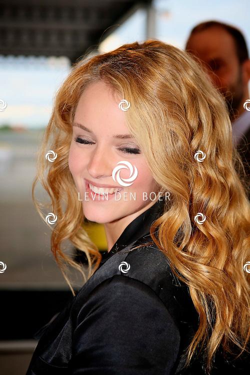 KATWIJK - Op vliegbasis Valkenburg hield Soldaat van Oranje een tweede premiere ter gelegenheid van een nieuwe Cast.  Met op de foto actrice Liza Sips. FOTO LEVIN DEN BOER - PERSFOTO.NU