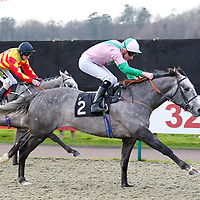 Can't Change It and Martin Lane winning the 1.25 race