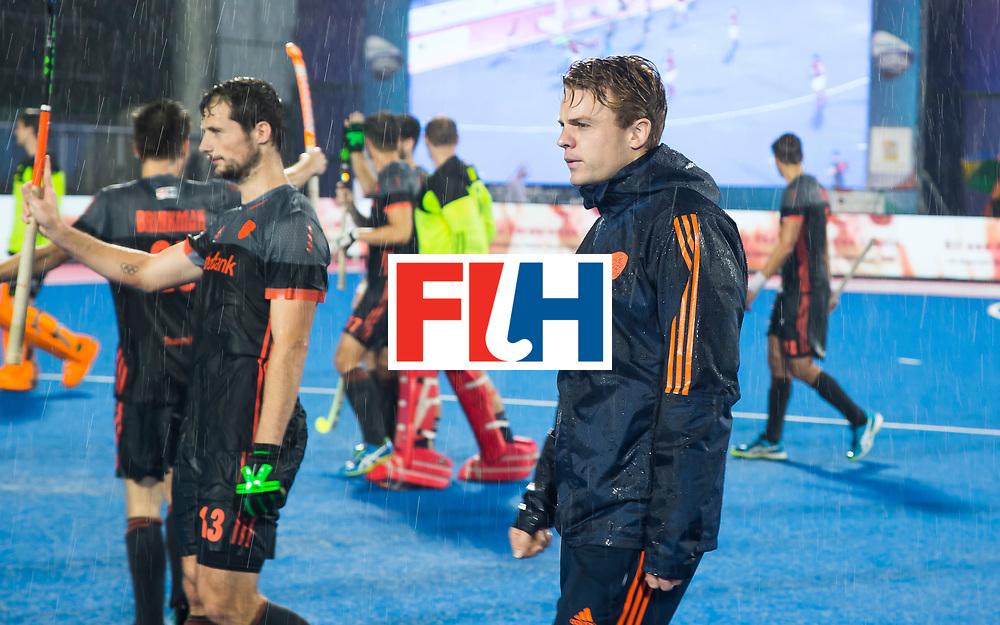 BHUBANESWAR - De geblesseerde Mink van der Weerden (Ned) na  de Hockey World League Finals , de wedstrijd om de 7e plaats, Engeland-Nederland (0-1).   COPYRIGHT KOEN SUYK