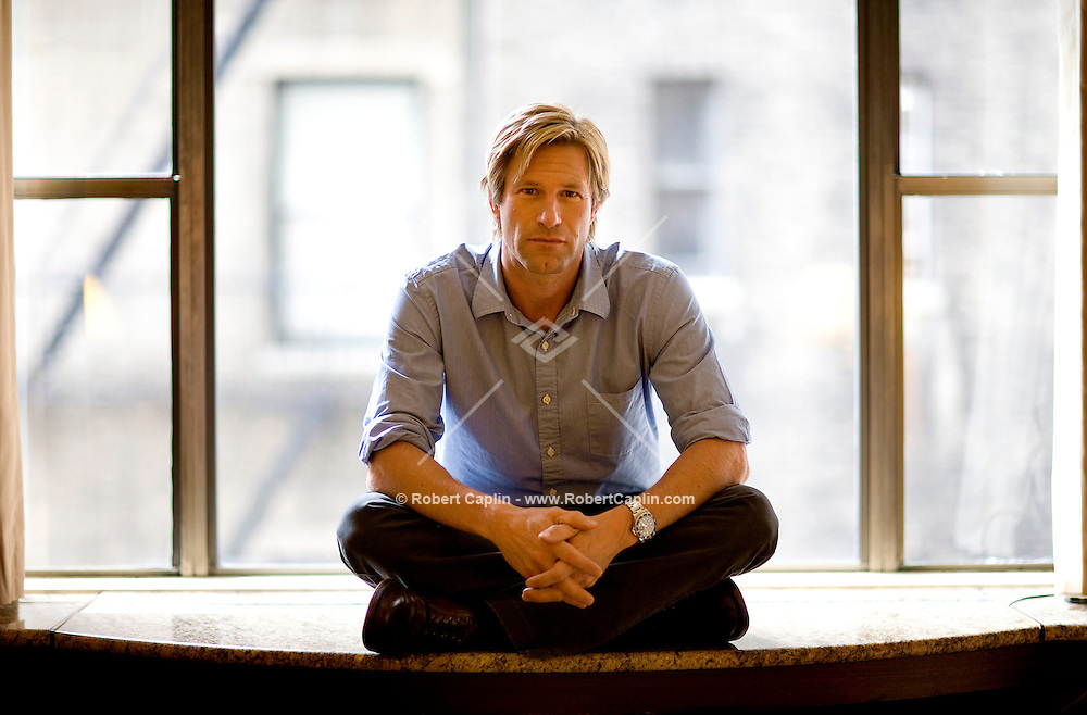 Aaron Eckhart poses for a portrait at the Regency Hotel in New York City, Friday, July 13, 2007. Robert Caplin For the LA Times.