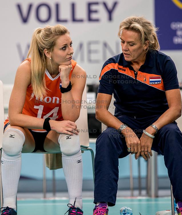 01-10-2017 AZE: Final CEV European Volleyball Nederland - Servie, Baku<br /> Nederland verliest opnieuw de finale op een EK. Servi&euml; was met 3-1 te sterk / Laura Dijkema #14 of Netherlands, /Ingrid Paul