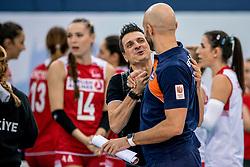 01-10-2017 AZE: CEV European Volleyball Azerbeidzjan - Turkije, Baku<br /> Turkije pakt de bronze medaille door het thuisland met 3-1 te verslaan / Coach Giovanni Guidetti of Turkey, Coach Jamie Morrison NED
