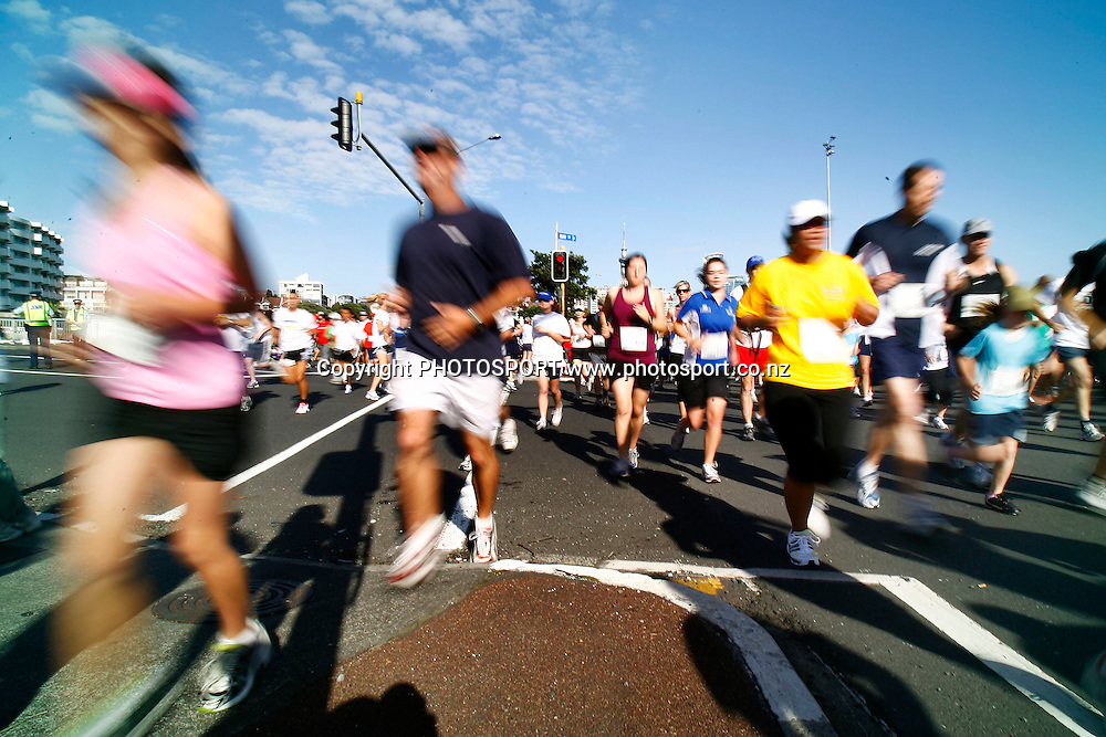 Participants run down an intersection on Quay Street during the HSBC Round the Bays Fun Run from Auckland City to St. Heliers Bay, Auckland. Sunday 15 March 2009. Photo: Anthony Au-Yeung/PHOTOSPORT