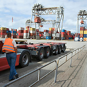 Nederland Zuid-Holland Rotterdam  27-08-2009 20090827 Foto: David Rozing .Serie over logistieke sector.ECT Delta terminal in de haven van Rotterdam. Vrachtwagen chaufeur wacht op de vracht. Telescopische spreader voertuigen vervoeren de containers op de terminal  naar de vrachtwagens voor verder transport.  .ECT,European Container Terminals, at the Port of Rotterdam. Truck drivers waiting waiting for goods. Europe's biggest and most advanced container terminal operator, handling close to three- quarters of all containers passing through the Port of Rotterdam. ECT is a member of the Hutchison Port Holdings group (HPH), the world biggest container stevedore with terminals on every Continent. At the ECT Delta Terminal telescopic spreader vehicles transport the containers between ship and stack / trucks.  Terminal operations are highly automated for discharging and loading large volumes...Holland, The Netherlands, dutch, Pays Bas, Europe .Foto: David Rozing