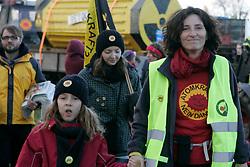 Bundesweite Anti-Atom-Kundgebung in Splietau bei Dannenberg im Wendland. 50.000 Menschen protestieren friedlich gegen die Atompolitik der schwarz-gelben Regierung. <br /> <br /> Ort: Splietau<br /> Copyright: Karin Behr<br /> Quelle: PubliXviewinG