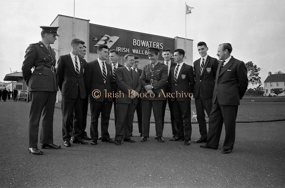 18/10/1962<br /> 10/18/1962<br /> 18 October 1962<br /> Senior Military Cadets visit Bowaters Irish Wallboard Mills Ltd. at Athy, Co. Kildare. The Cadets from the Military College, on the first of many visits to Irish Industry as part of the curriculum outside of military studies. Chatting before the tour are Mr. Victor Sadgrove, Sales Manager Bowaters (right); Mr. P.A. Bell, Manager (centre); Captain H. Crowley, Training Officer Cadet School, (4th from right); Lieutenant B. Studdert (left) and cadets W. Hanlon; M. Canavan; S. Duffy; W. Comber; P. Mulligan; A. Eagar; S. Cummins and S. Duggan.