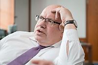 11 APR 2019, BERLIN/GERMANY:<br /> Peter Altmaier, CDU, Bundesminister fuer Wirtschaft und Energie, waehrend einem Interview, in seinem Buero, Bundesministerium fuer Wirtschaft und Energie<br /> IMAGE: 20190411-01-012<br /> KEYWORDS: B&uuml;ro