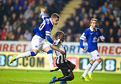 25.03.2014, St. James Park, Newcastle, ENG, Premier League, Newcastle United vs FC Everton, 28. Runde, im Bild Everton's Ross Barkley scores the first goal against Newcastle United // during the English Premier League 28th round match between Newcastle United and Everton FC at the St. James Park in Newcastle, Great Britain on 2014/03/25. EXPA Pictures © 2014, PhotoCredit: EXPA/ Propagandaphoto/ David Rawcliffe<br /> <br /> *****ATTENTION - OUT of ENG, GBR*****