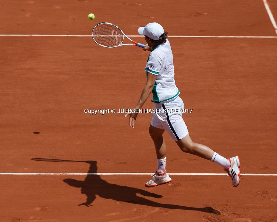 DOMINIC THIEM (AUT),Rueckschlag,Rueckenansicht, von oben,Schatten,<br /> <br /> Tennis - French Open 2017 - Grand Slam ATP / WTA -  Roland Garros - Paris -  - France  - 31 May 2017.