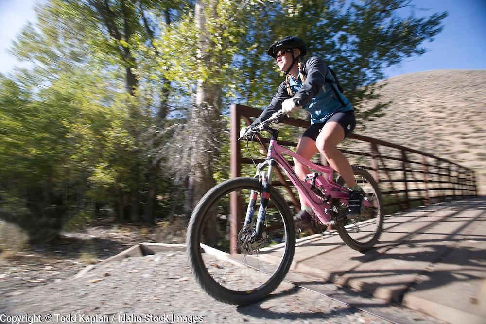 Idaho; Sun Valley; Mountai Biling; Trail Creek; woman biking; fall