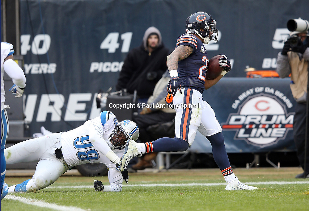 Chicago Bears running back Matt Forte (22) breaks away from a tackle attempt by Detroit Lions defensive end Devin Taylor (98) as he catches a 23 yard touchdown pass that ties the fourth quarter score at 17-17 during the NFL week 17 regular season football game against the Detroit Lions on Sunday, Jan. 3, 2016 in Chicago. The Lions won the game 24-20. (©Paul Anthony Spinelli)