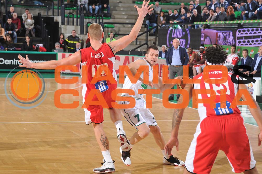 DESCRIZIONE : Treviso Lega A 2011-12 Benetton Basket Treviso Scavolini Siviglia Pesaro<br /> GIOCATORE : sani becirovic<br /> CATEGORIA :  equilibrio palleggio<br /> SQUADRA : Benetton Basket Treviso Scavolini Siviglia Pesaro<br /> EVENTO : Campionato Lega A 2011-2012<br /> GARA : Benetton Basket Treviso Scavolini Siviglia Pesaro<br /> DATA : 07/03/2012<br /> SPORT : Pallacanestro<br /> AUTORE : Agenzia Ciamillo-Castoria/M.Gregolin<br /> Galleria : Lega Basket A 2011-2012<br /> Fotonotizia :  Treviso Lega A 2011-12 Benetton Basket Treviso Scavolini Siviglia Pesaro<br /> Predefinita :