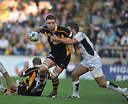 Wycombe, GREAT BRITAIN, Wasp's,  Joe WORSLEY attacking during the Heineken Cup [Pool 1]  Rugby Match,  London Wasps vs Castres Olympiqueplayed at Adams Park Stadium on Sun, 12.10.2008 [Photo, Peter Spurrier/Intersport-images]