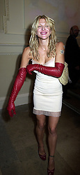 American singer/actress COURTNEY LOVE, at an exhibition in London on 18th September 2000.OGZ 31