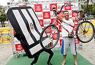 O Homem-Faixa participa da inauguração da Ciclofaixa de Lazer da Zona Leste no Parque Linear Tiquatira.São Paulo, Brasil, março, 25, 2012. DANIEL GUIMARÃES