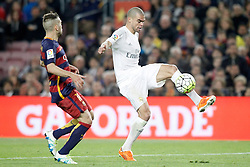 02.04.2016, Camp Nou, Barcelona, ESP, Primera Division, FC Barcelona vs Real Madrid, 31. Runde, im Bild FC Barcelona's Jordi Alba (l) and Real Madrid's Pepe // during the Spanish Primera Division 31th round match between Athletic Club and Real Madrid at the Camp Nou in Barcelona, Spain on 2016/04/02. EXPA Pictures © 2016, PhotoCredit: EXPA/ Alterphotos/ Acero<br /> <br /> *****ATTENTION - OUT of ESP, SUI*****